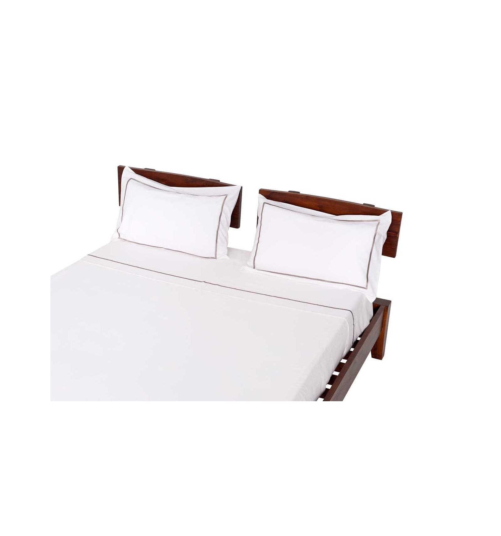 drap. Black Bedroom Furniture Sets. Home Design Ideas